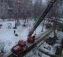 В Щекино пожарные спасли из горящего дома семь человек