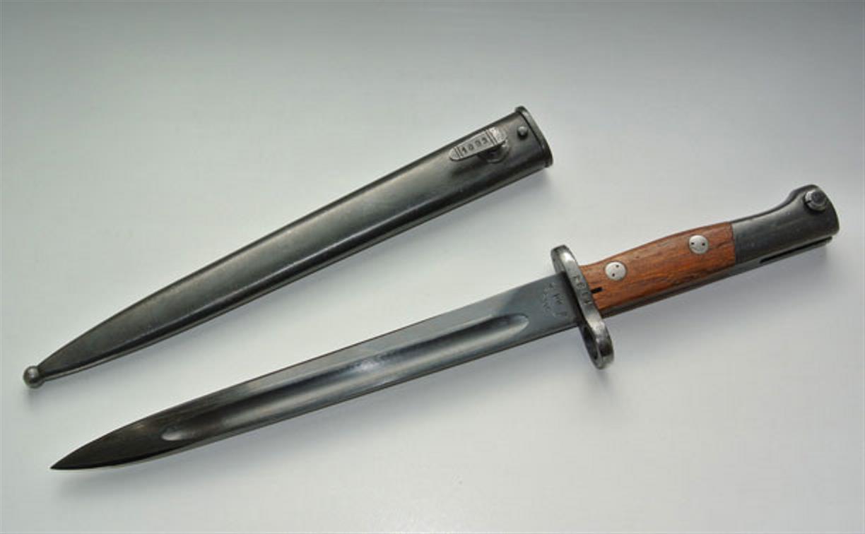 В иркутском аэропорту у тулячки изъяли боевой раритетный нож