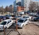 В Госдуме предложили запретить парковку у школ, а ночную стоянку сделать бесплатной