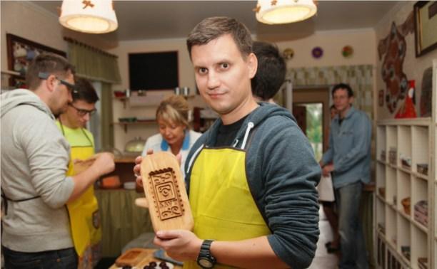 Известные московские блогеры испекли в Туле пряники
