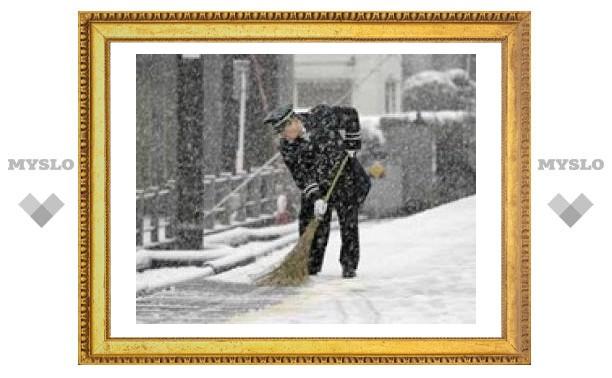 В Японии из-за сильного снегопада отменены десятки авиарейсов
