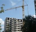По вине застройщика затягиваются сроки сдачи дома, в котором купили квартиру?