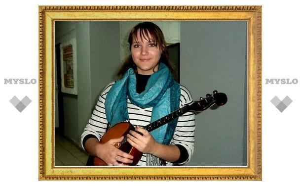 Елена Пояркова из Донского лучше всех играет на домре