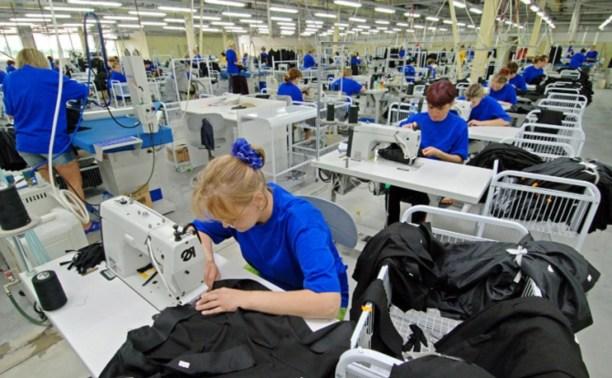 С 1 сентября чиновники не смогут покупать заграничную одежду