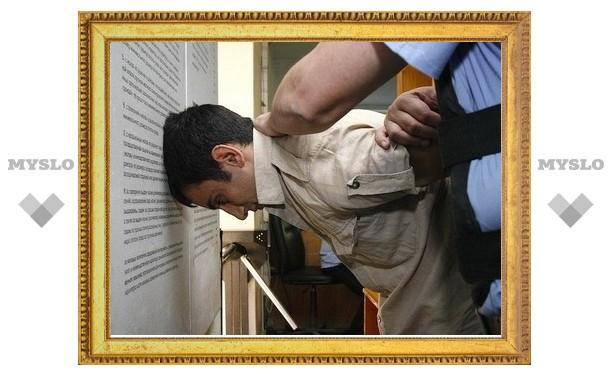 Под Тулой дебошир чуть не убил свою подругу и ударил полицейского
