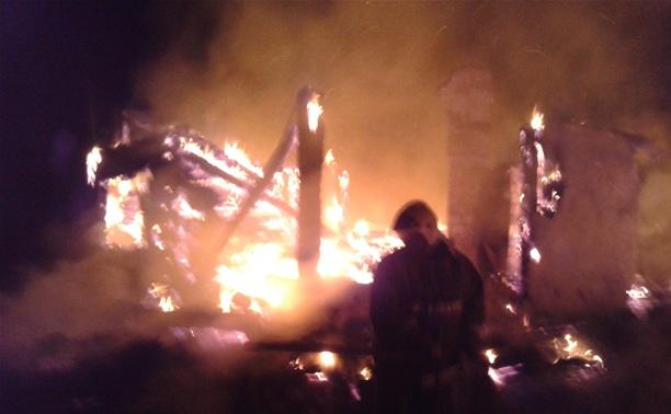 В Новомосковске дотла сгорел дом