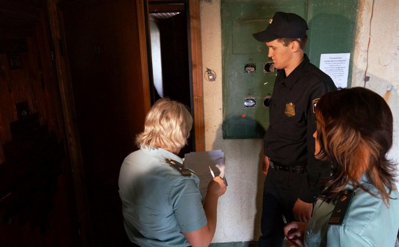 В Туле должник регулярно сбегал от судебных приставов через окно