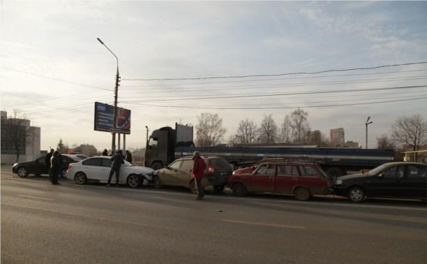 На повороте на Скуратово столкнулись шесть машин