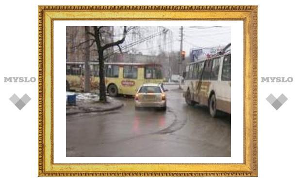 В пробке на Гоголевской застряли троллейбусы