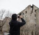 30 марта специалисты демонтируют стену дома, поврежденного от взрыва в Ясногорске