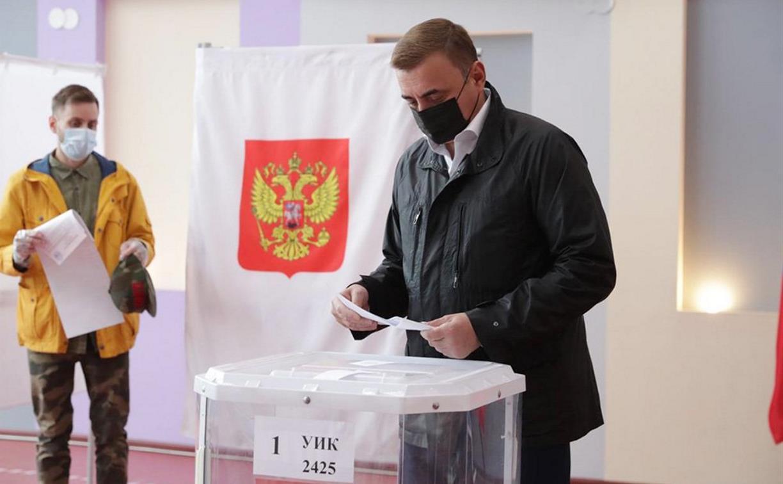 Алексей Дюмин проголосовал на именном участке  «Герои России»