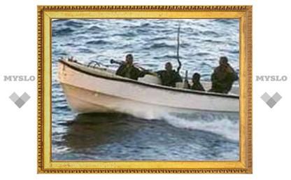 Боевой корабль ВМС США вышел на помощь судну, захваченному пиратами