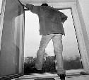 В Ленинском районе мужчина выпрыгнул в окно после беседы с полицейскими