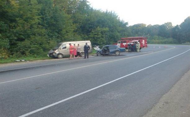 В Тульской области в результате ДТП столкнулись 3 автомобиля