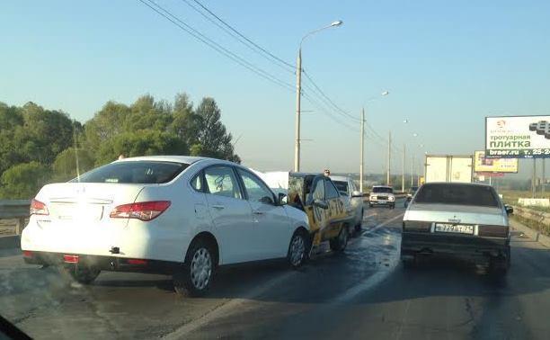 Такси «Максим» прокомментировало ДТП с участием их автомобиля