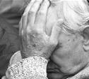Молодая женщина избила и ограбила пенсионера