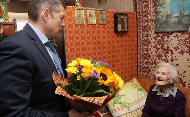 Евгений Авилов поздравил тулячку со столетним юбилеем