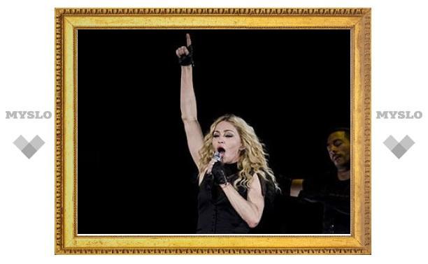 Питерские депутаты обиделись на Мадонну за мат в видеоролике