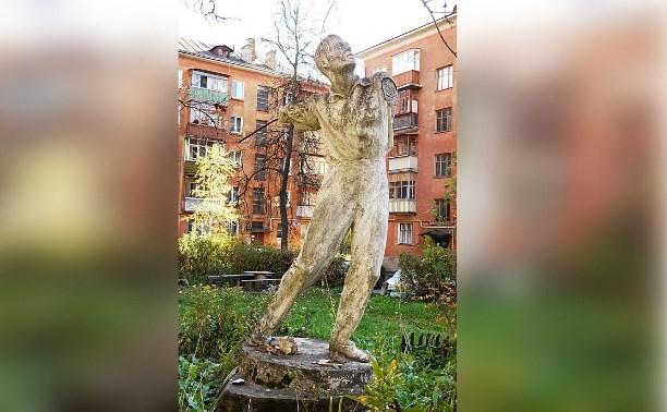 «Фасад будущего» самовольно демонтировал статую Дискобола из тульского двора