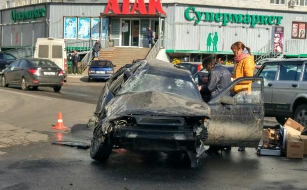 В Туле на улице Максима Горького перевернулась «двенашка»