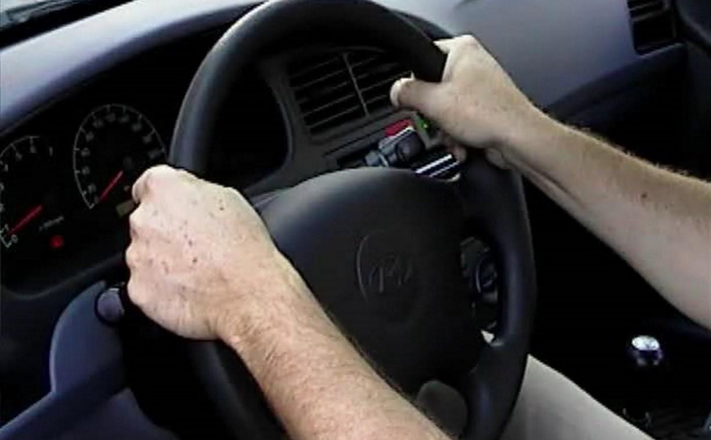Пьяный пассажир угнал машину у забывчивого водителя