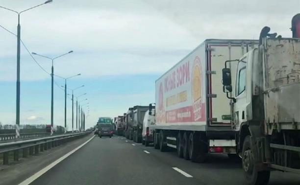 Проверка цифровых пропусков на границе Тульской области вызвала многокилометровую пробку