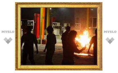 Недовольные топливной реформой иранцы сожгли АЗС в Тегеране