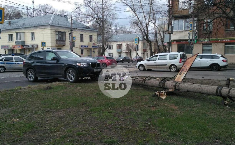 В Туле внедорожник BMW повалил столб ЛЭП