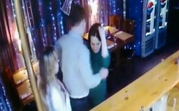 Видео: пьяный сотрудник УФСИН стал участником драки в новомосковском клубе