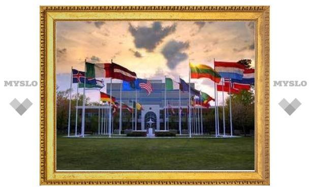 Сердюков заявил о принципиальных разногласиях между Россией и НАТО