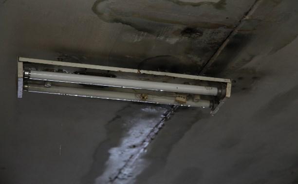 В пятиэтажке на Красноармейском проспекте с потолка льется кипяток