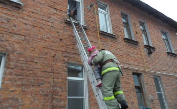 В Суворовском районе пожарные спасли четырёх человек