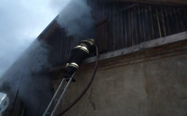 В Чернском районе горел жилой дом