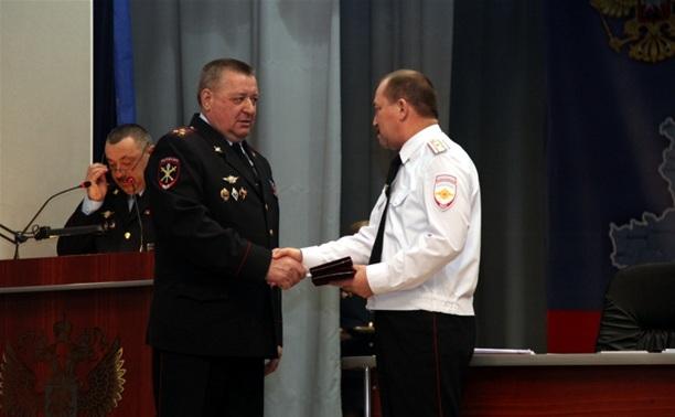 Глава тульского УМВД наградил особо отличившихся полицейских
