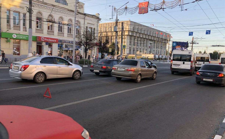 В центре Тулы из-за заглохшего «Фиата» образовалась пробка