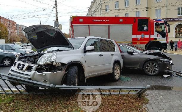 На Красноармейском проспекте в Туле внедорожник спровоцировал серьезное ДТП