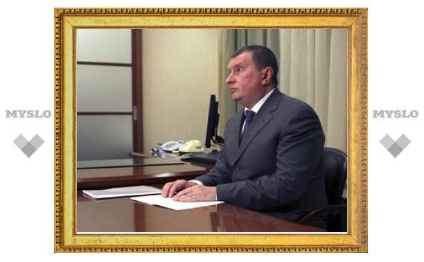 Лужков наградил Сечина за заслуги перед Москвой