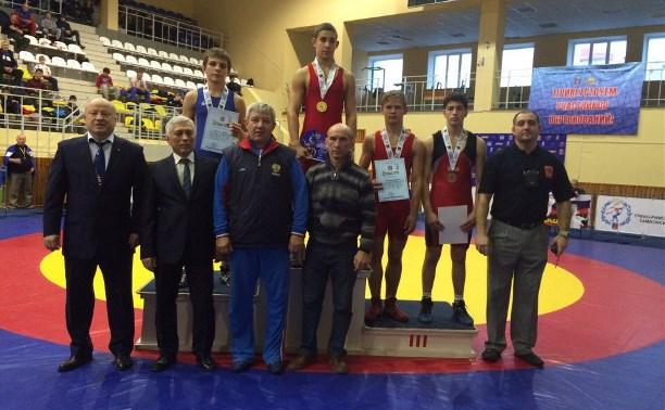 Сборная Тульской области по греко-римской борьбе выиграла три медали на соревнованиях в Тамбове