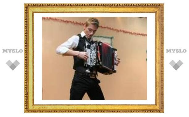 Алексей Воробьев дал концерт на тульской фабрике