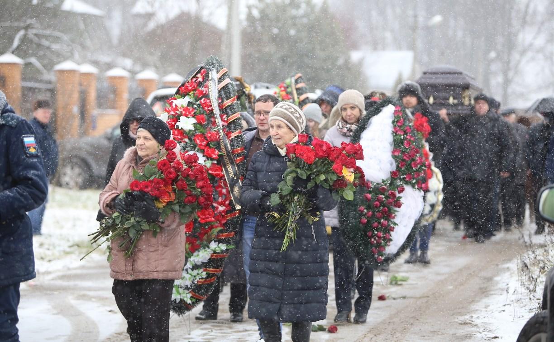 Экс-губернатора Тульской области Вячеслава Дудки не было на похоронах отца