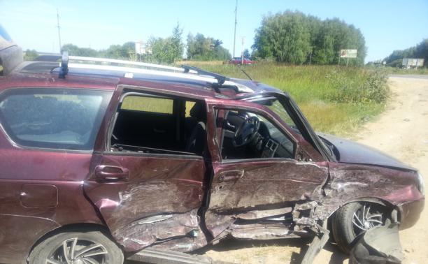 Под Алексином столкнулись три автомобиля