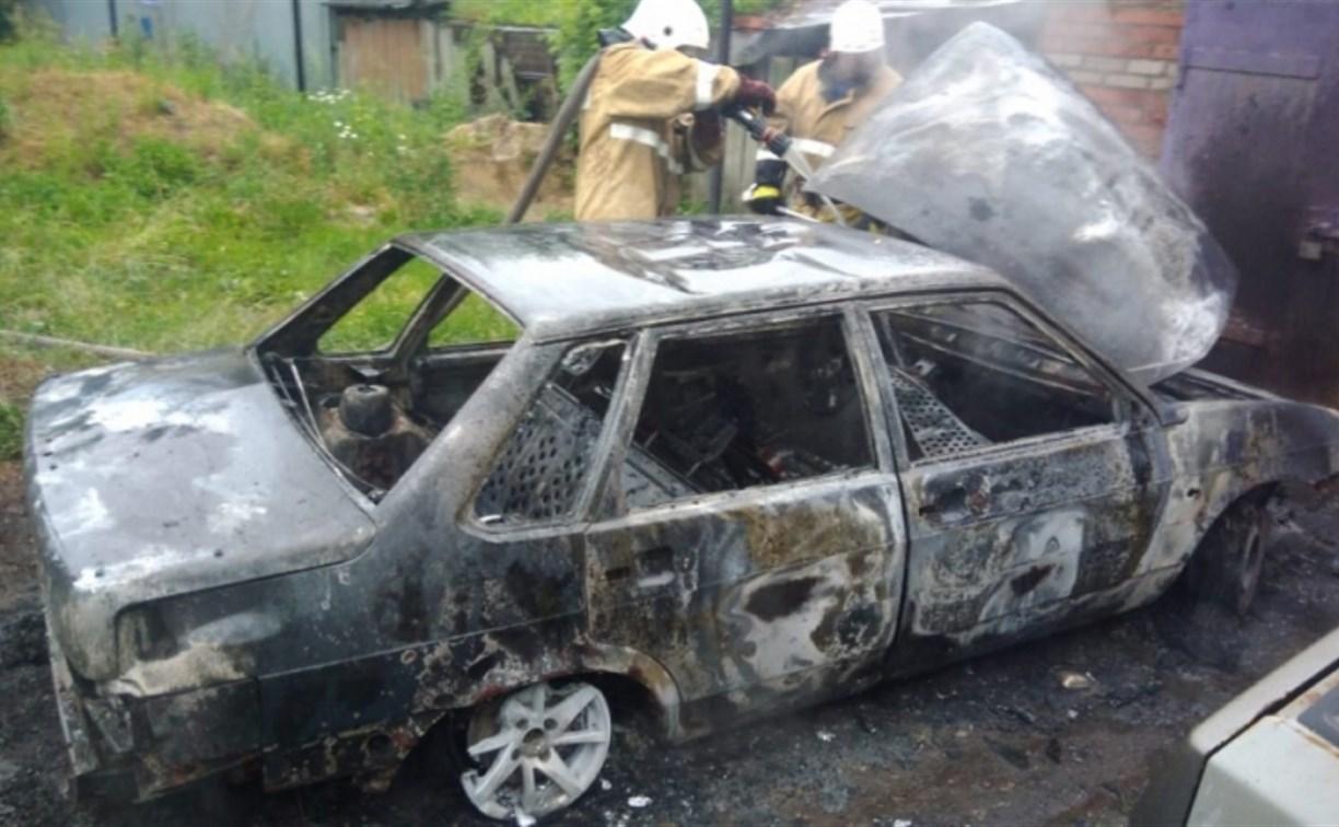 В Тульской области сгорели два автомобиля