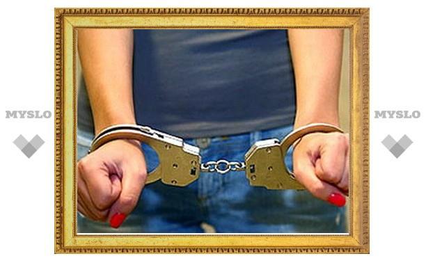 Девушку-наркодилера задержали в самом центре Тулы