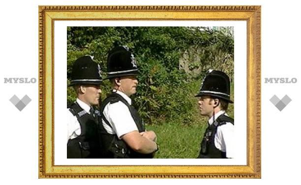 Британским полицейским запретили носить темные очки: они вселяют в граждан страх