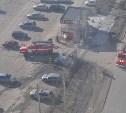 Тульские пожарные тушили горящую легковушку и башенный кран