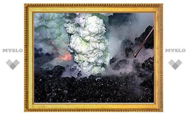 Геологи сняли на видео извержение подводного вулкана