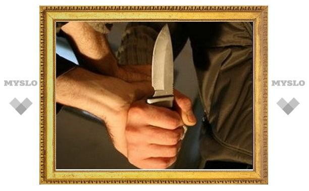 Суворовец с ножом напал на милиционера