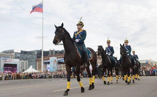 Туляки увидели церемонию развода конных и пеших караулов Президентского полка