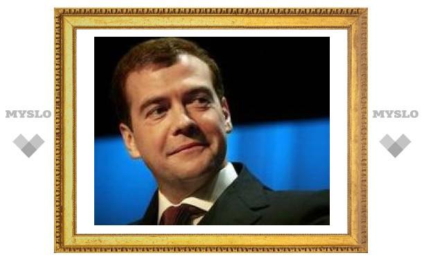 Досье на Медведева: сколько спит, что любит есть и чем увлекается