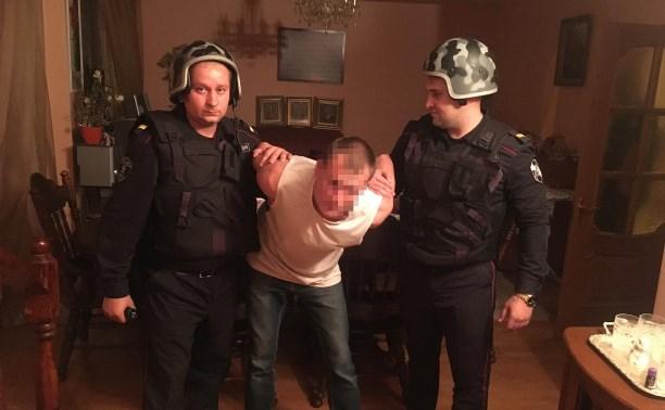 В Новомосковске вор спрятался от росгвардейцев в оцепленном доме